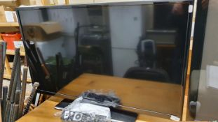 A Linsar 39 LED 400 S television with handset.