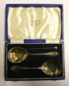 A silver pair of preserve spoons, Sheffield 1939, 1 oz, case.