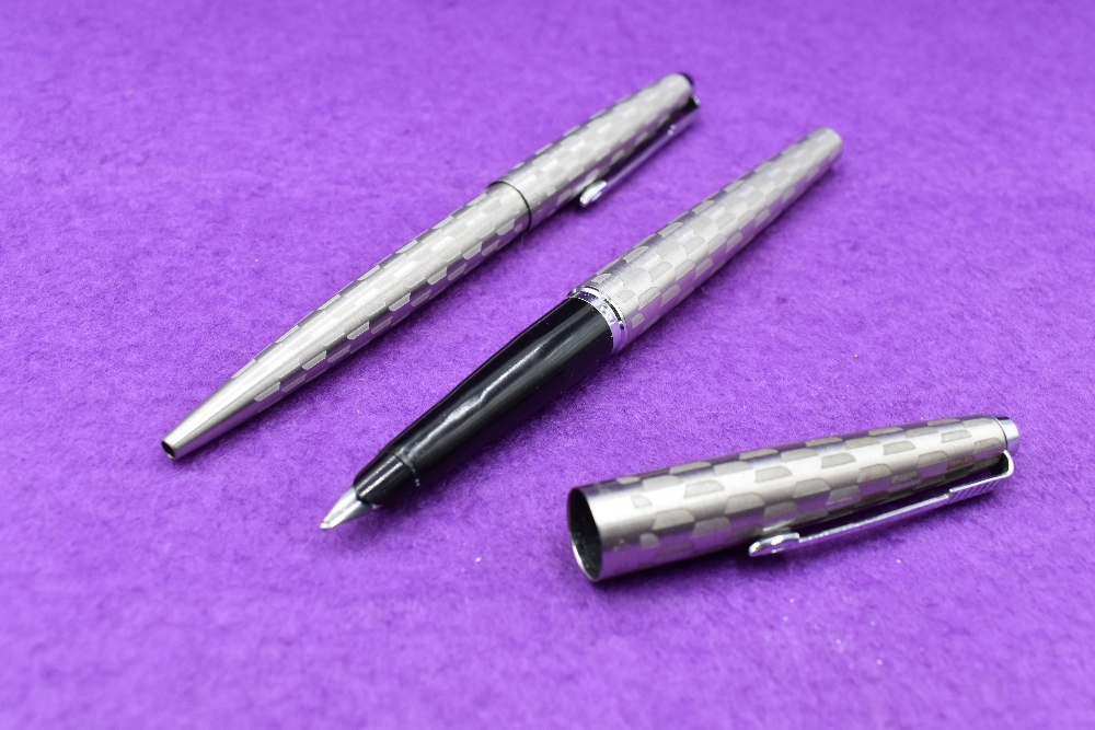 Lot 27 - A Parker 45 Harlequin Grey Shield pattern fountain pen and ballpoint pen set