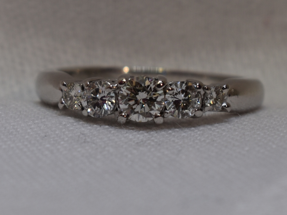 Lot 51 - A lady's dress ring having five graduated brilliant cut diamonds, total approx 1ct, in a stepped