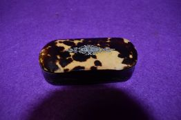 A 19th century Tortoiseshell and horn snuff box with pique inlaid crest.