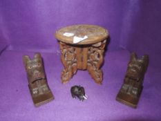 An assorted lot of wooden items including vintage scottie dog book ends.