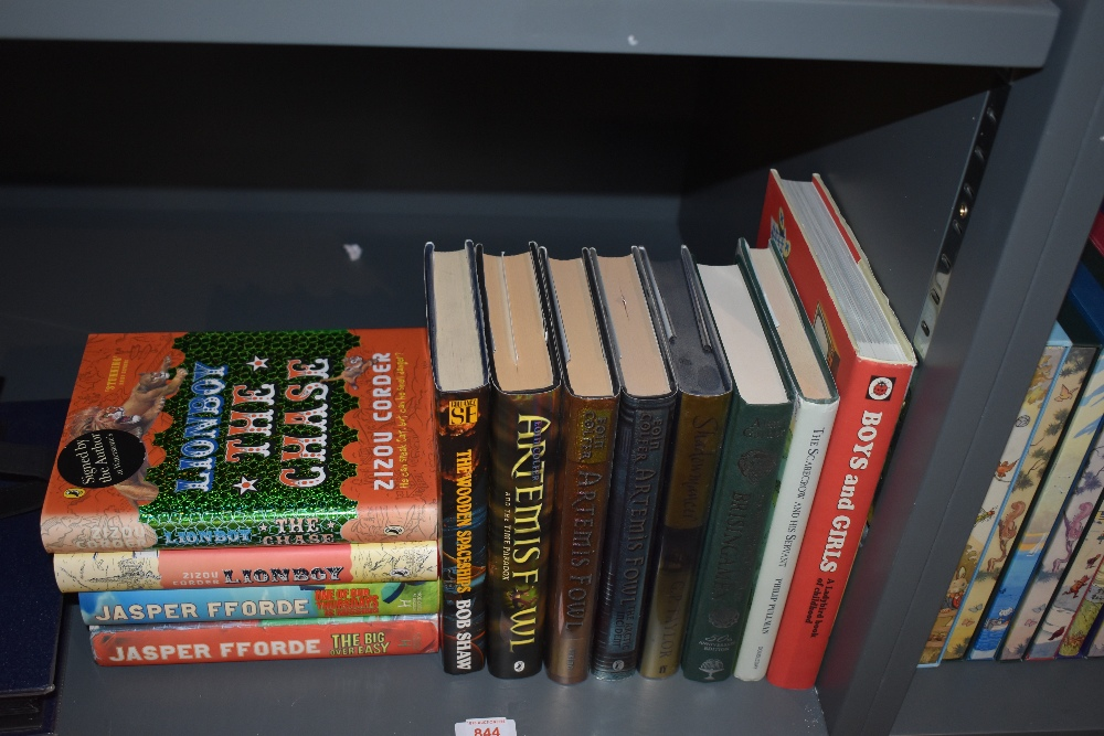 Children's and Fantasy. A modern selection. Includes Artemis Fowl novels, etc. (12)