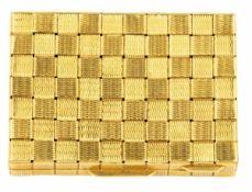 BOÎTE A PILULESEn or jaune 18k (750), de forme rectangulaire à décor de vannerie.Poids brut : 29,2