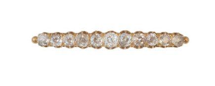 Broche barra S. XIX con once de brillantes de talla antigua de tamaño ascedente hacia el centro