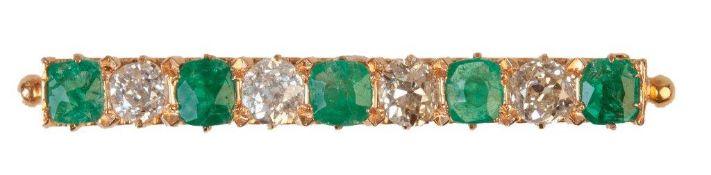 Broche barra de pp. S. XX con cinco esmeraldas alternado con cuatro diamantes talla antigua