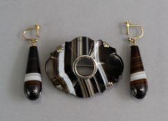 A pair of agate pendant earrings with 9ct. gold screw fittings; & an agate oval brooch with open