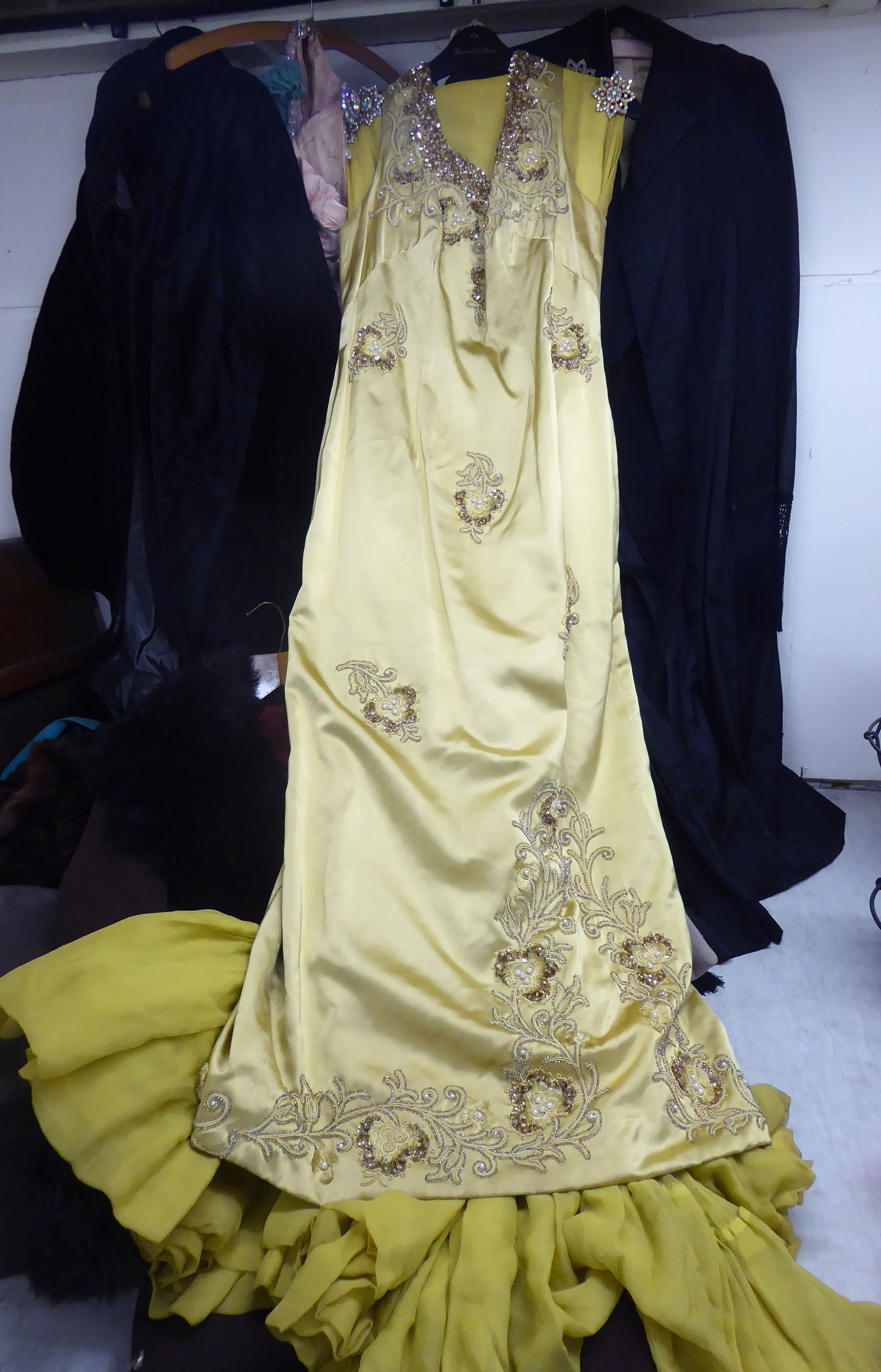 Lot 46 - Vintage and later women's fashion accessories: to include dresses,