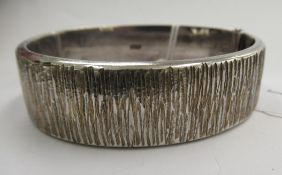 A silver bark effect hinged bangle,