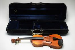 Full size student violin cased