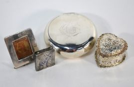 A late Victorian silver 'pebble' snuff-box