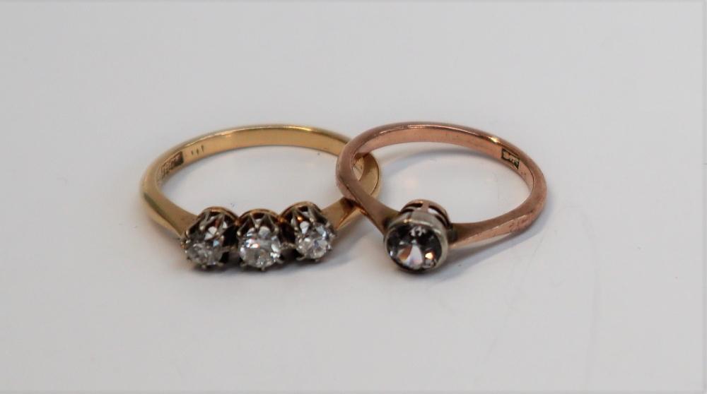 Lot 40 - A three stone diamond ring,