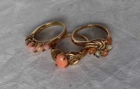 A 9ct yellow gold coral set ring,