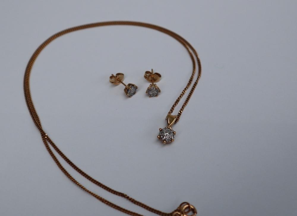 Lot 1 - A diamond cluster pendant,