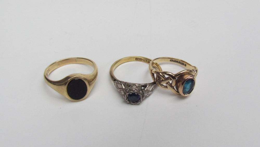 Lot 43 - A sapphire ring,
