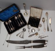 A George VI silver tongs and teaspoon set, Sheffield, 1951, cased, together with salt spoons,