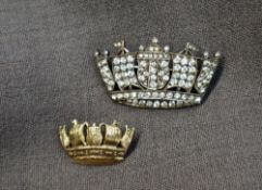 A 9ct yellow gold brooch of crown form, 22mm x 14mm,