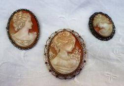 A 9ct yellow gold shell cameo brooch / pendant,