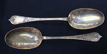 A pair of Victoria silver gilt table spoons, decorated with grapes and leaves, London, 1870, John,