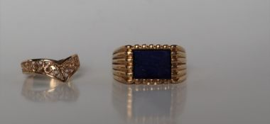 A Gentleman's 9ct yellow gold signet ring with a lapis lazuli panel inset, size T 1/2,