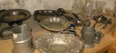 Assorted electroplated wares including a swing handled cake basket, dishes,
