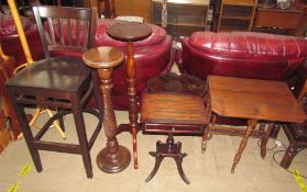 An Edwardian mahogany Sutherland table together with a mahogany occasional table with pie crust