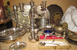 Assorted electroplated wares and brasswares, including candlesticks,