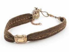 UhrenketteBiedermeier, aus geflochtenen Haaren mit Zierelementen - Hirschkopf u.a. - aus Schaumgold,