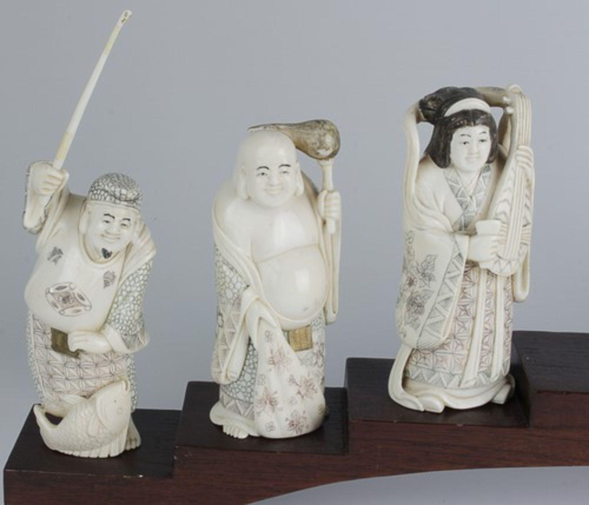 Figurengruppe - Chinaum 1920, 7x vollplastische Elfenbein-Schnitzereien, partiell geschwärzt, - Bild 13 aus 24