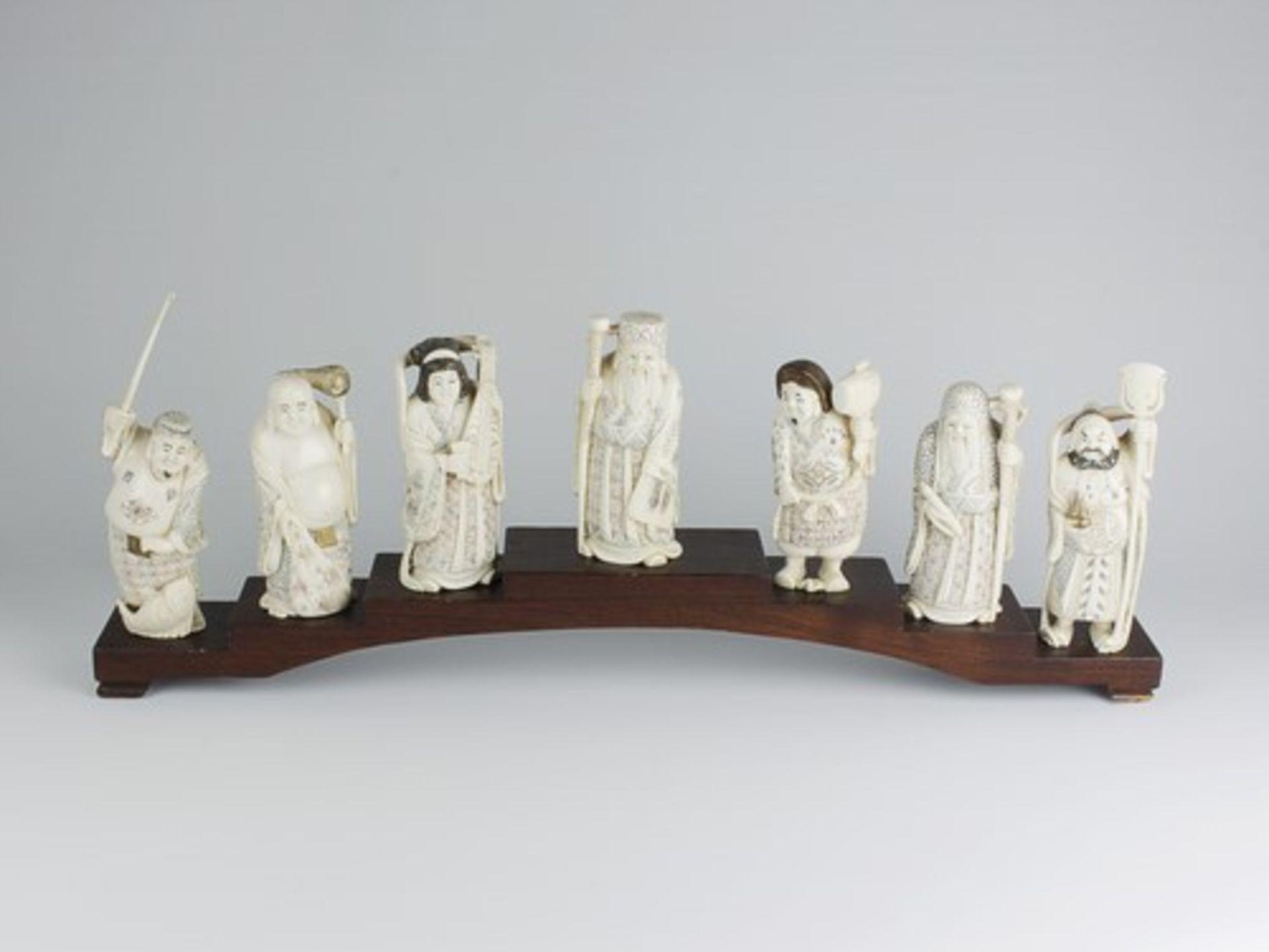 Figurengruppe - Chinaum 1920, 7x vollplastische Elfenbein-Schnitzereien, partiell geschwärzt,