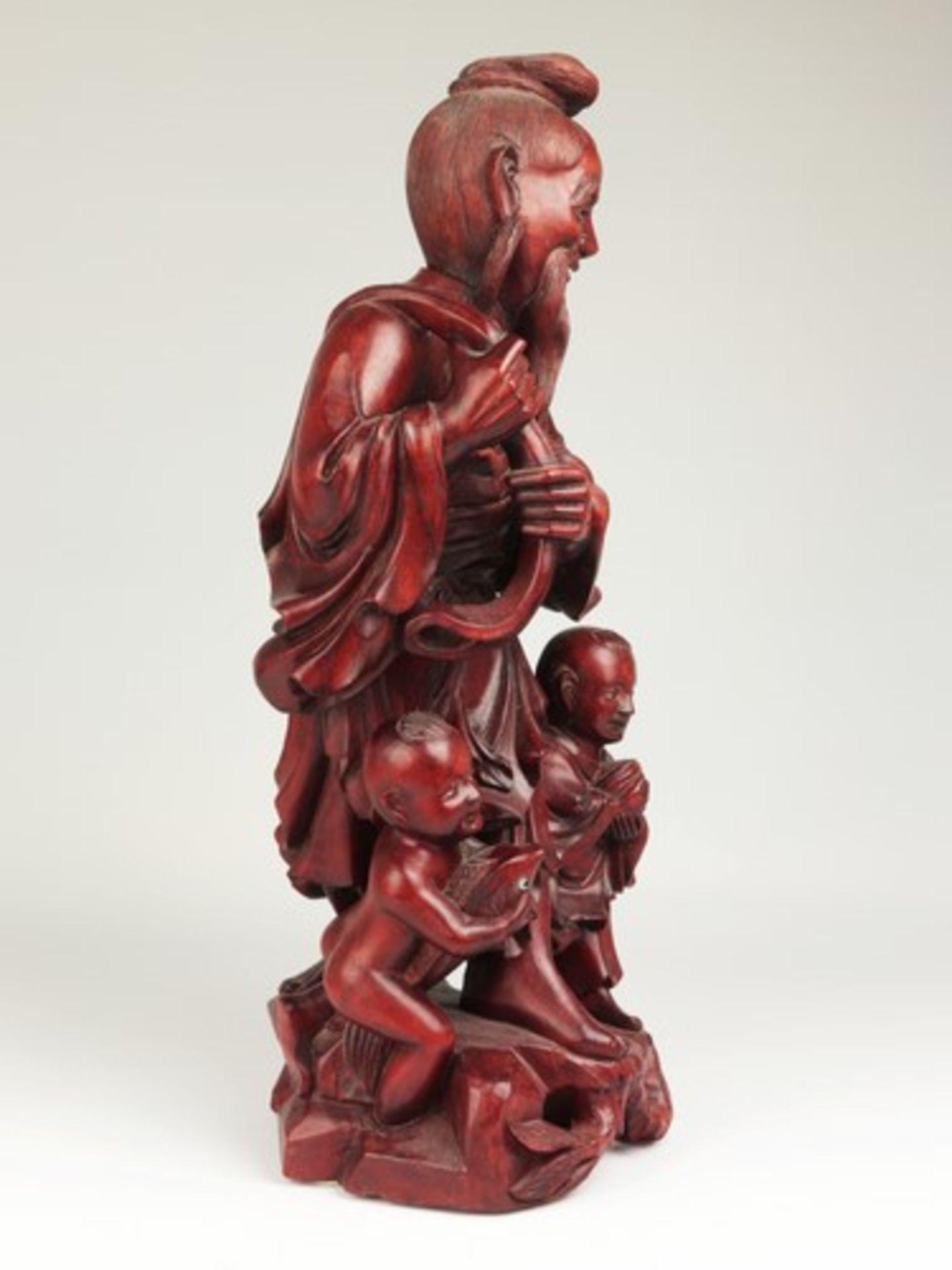 Holzfigur - China20.Jh., vollplastische Holzschnitzerei, Hartholz, Glasaugen, Fischer m. zwei - Bild 3 aus 8
