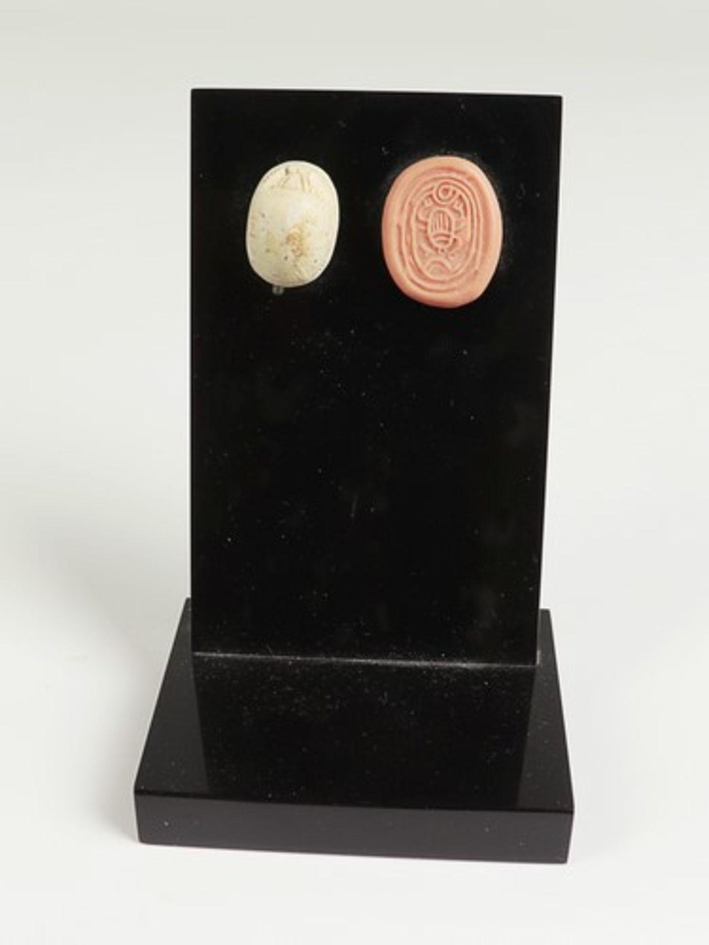 Los 1861 - Skarabäusum 1500 v. Chr. Ägypten, Steatit, rs. mit dem Abbild eines Skarabäus graviert, vgl. Rowe