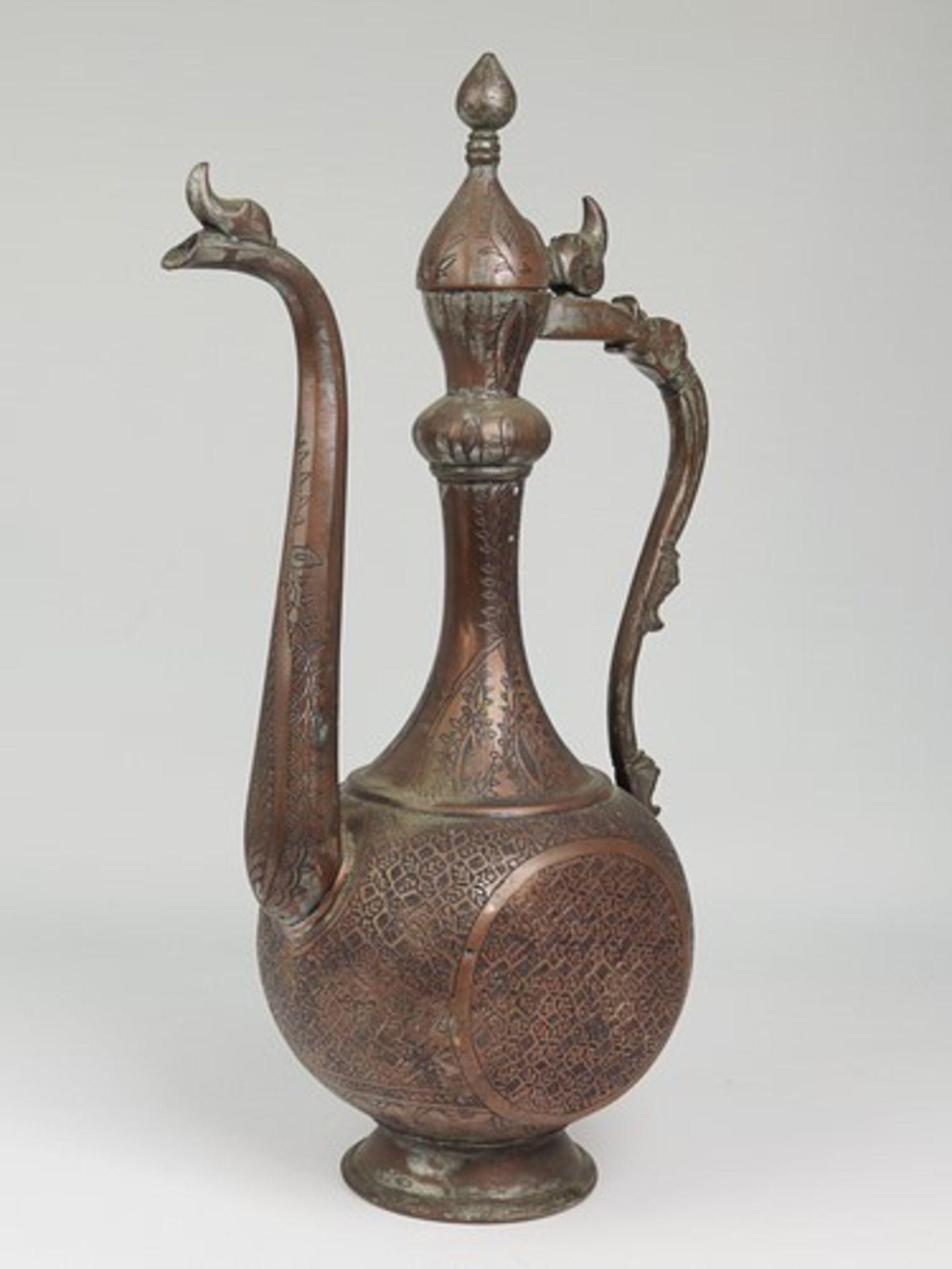 Los 1839 - Kanne - Indien/Orientalischwohl um 1900, im Stil der Bidriware, Metall, verkupfert, runder Stand,