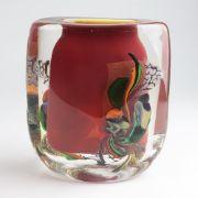 Robert Pierini - Künstlervase um 2000, Designer: Robert Pierini (geb. 1950 in Toulon), farbloses dickw. Glas, ovaler Stand u. Korpus m. schmaler Mündung, part lachsfarben unterfangen, jeweils seitl. abstrakter Zwischenschichtdekor aus polychromen insich verlaufenden Glaseinschmelzungen, grünem Aventurin u. zersprengten Goldfolieeinschlüssen, us. in Vibrogravur sign. 'R. Pierini' u. 'F.B.1(?)', feine Kratzer im Stand, min. Alterssp., H ca. 17 cm | Auktionshaus Franke