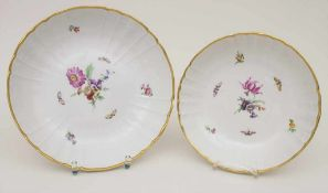 2 Schalen mit Blumen und Schmetterlingen / 2 bowls with flowers and butterflies, KPM/Berlin, um