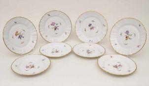 8 Teller mit Blumenmalerei / 8 plates with flowers, KPM, Berlin, 20. Jh.bestehend aus: 4