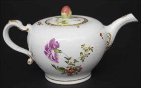 Teekanne / A teapot, Wien / Vienna, um 1770Material: Porzellan, polychrom bemalt und glasiert, mit