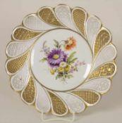 Fächerteller mit Blumenmalerei / A fan shaped plate with flowers, Meissen, 1860-1924Material: