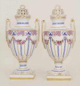 Paar Potpourri-Henkelvasen / A pair of potpourri handled vases, Potschappel, um 1900Material: