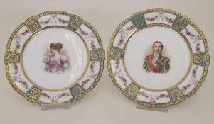 Paar Bildnisteller 'Mme Sans-Gêne' und 'Maréchal Léfebvre' / 2 portrait plates, Sèvres, um