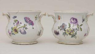 Paar frühe Cachepots mit seitlichen Handhaben / A pair of early cachepots with handles, Meissen,