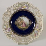 Durchbruchteller mit Galanter Szene / A plate with a galant scene, Meissen, 1860-1924Material:
