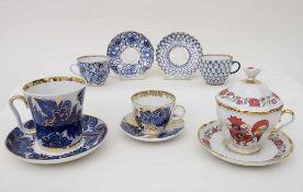Konvolut Sammeltassen / A set of collection cups and saucers, Lomonossov, 20. Jh.