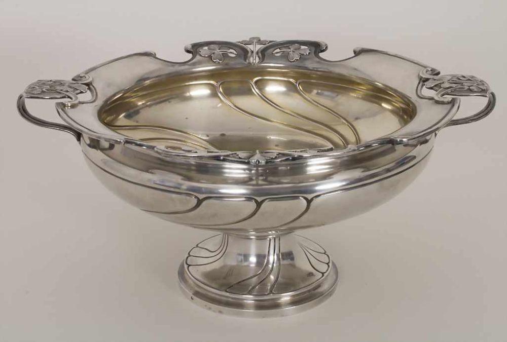 Jugendstil Obstschale / An Art Nouveau silver fruit bowl, Paris, um 1900Material: 950er Silber, Punzierung: Minerva Kopf, Meistermarke verschlagen,Maße: 15 x 32 cm,Gewicht: 1200 g,Zustand: gut