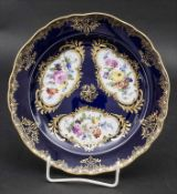 Prunkteller 'Amsterdamer Art' mit Blumenbouquets / A spendid plate 'Amsterdam Type' with flower