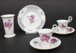 Konvolut Porzellane mit Rosendekor / A set of porcelain with roses, Meissen, 20. Jh.