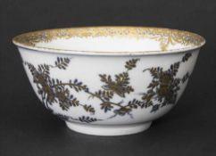 Große Kumme mit humoristischen Darstellungen (Hausmalerei) / A large bowl with humorous scenes,