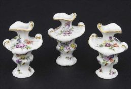 3 frühe Miniatur Vasen mit Rocaillen / A set of 3 early miniature vases with rocailles, Meissen,