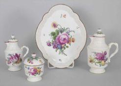 Mokka-Kern mit Blumenbouquets / A four-part mocha set 'flowers', Höchst, 18. Jh.