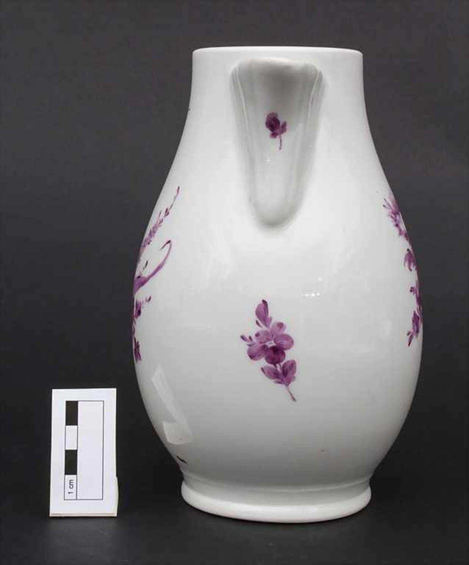 Kanne mit Blumen / A jug with Camaieu flowers, wohl Thüringen, um 1740 - Bild 2 aus 11